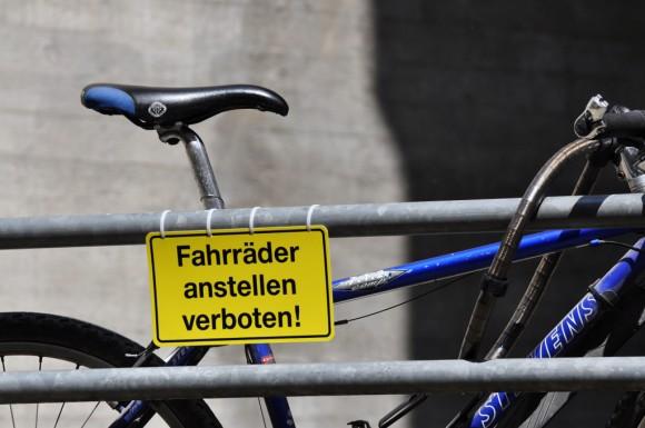 Fahrrad anstellen verboten!