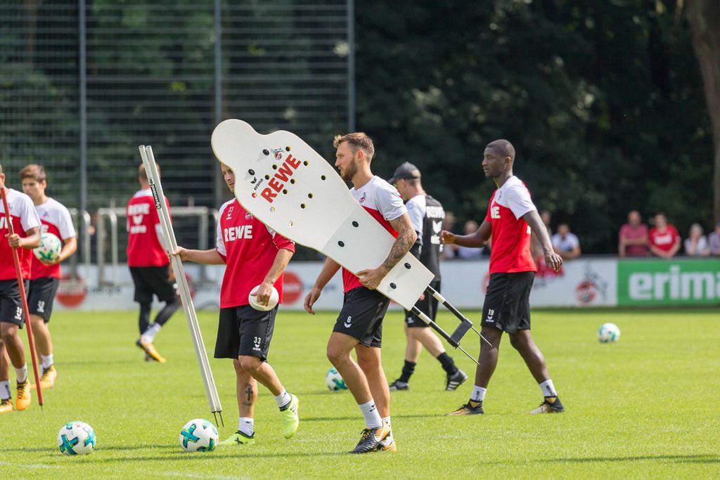 1. FC Köln Marco Höger und weitere Spieler beim Training