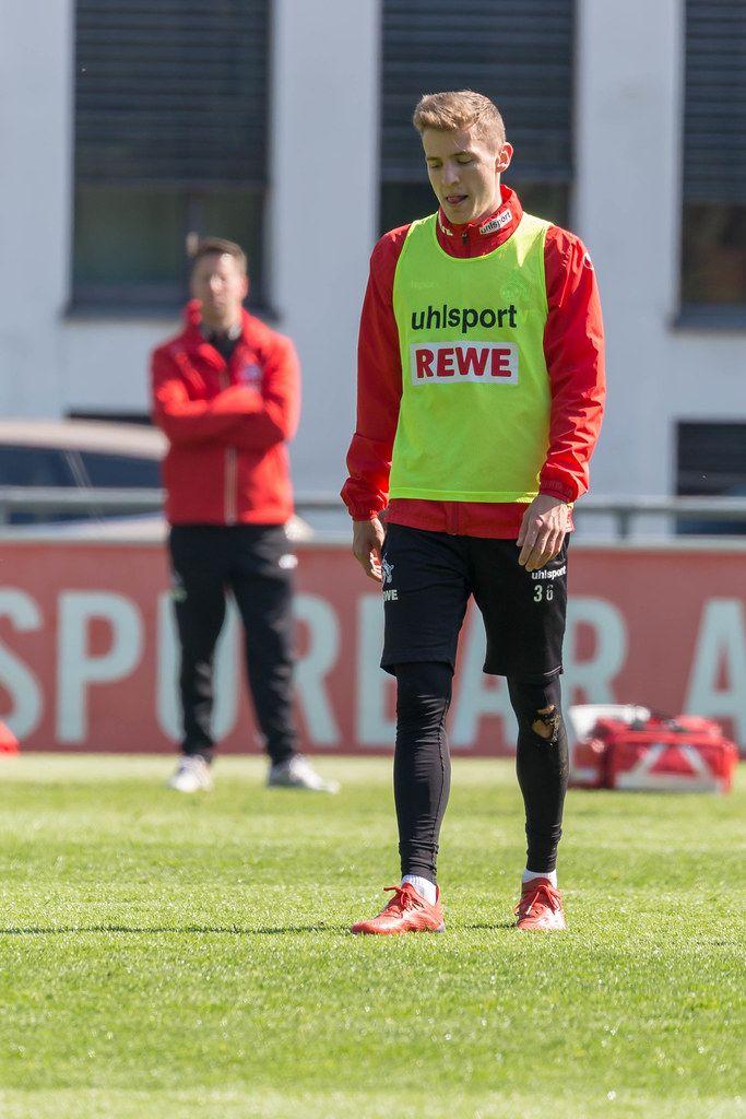 1. FC Köln Mittelfeldspieler Niklas Hauptmann beim Fußballtraining mit dem neuen Kölner Trainer André Pawlak