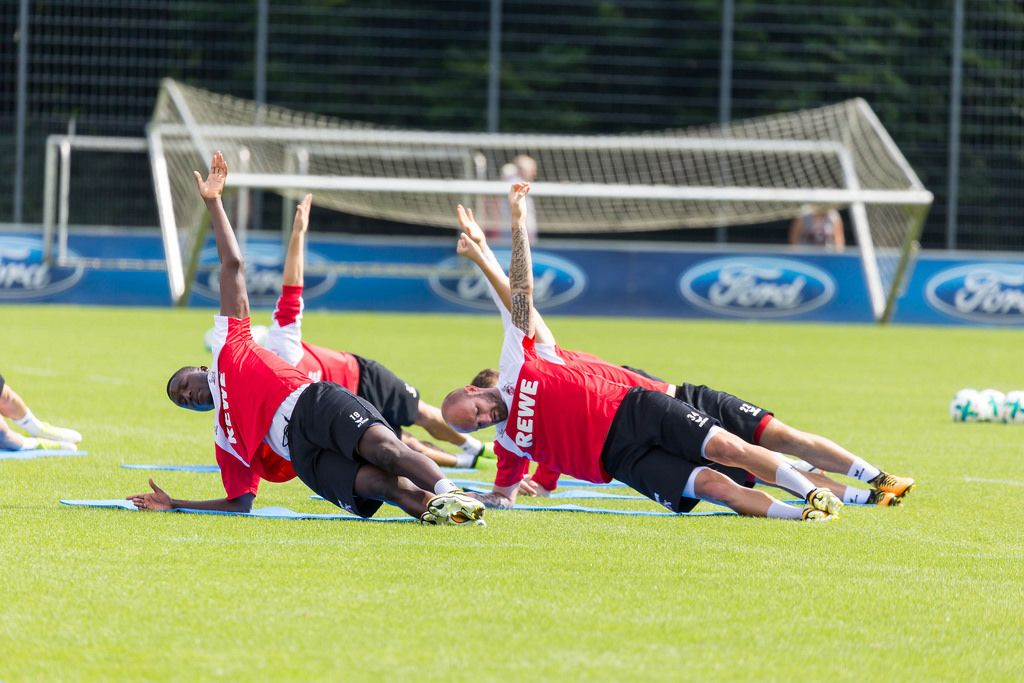1. FC Köln Spieler beim Planking