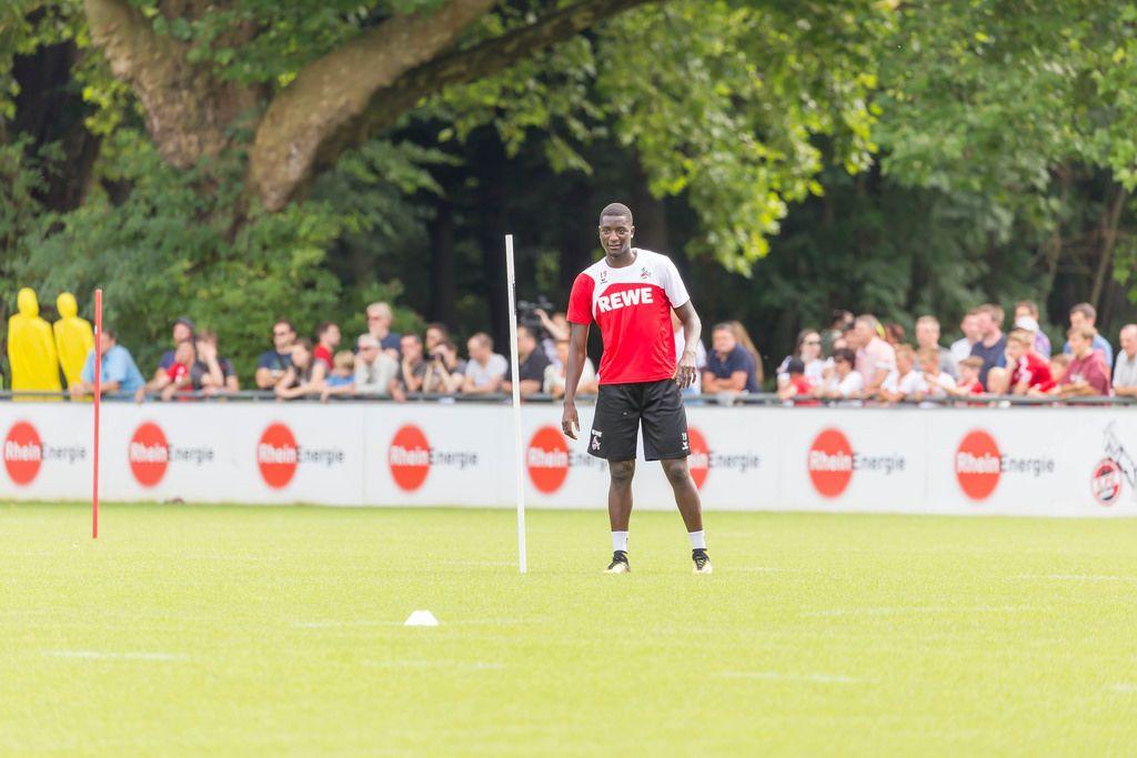 1. FC Köln Spieler Sehrou Guirassy beim Training