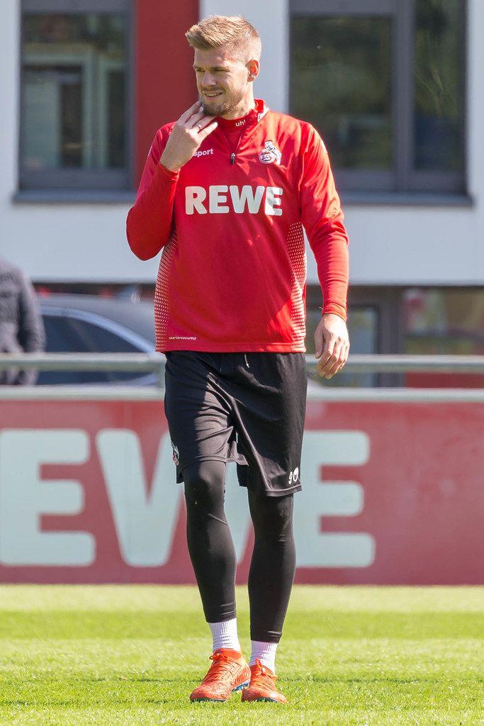 1. FC Köln Stürmer Simon Terodde während der ersten Trainingseinheit mit dem neuen Trainer André Pawlak