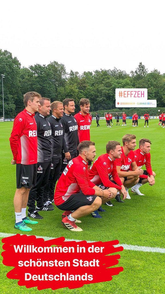 1. FC Köln Trainer und neue Spieler posieren für Fotos