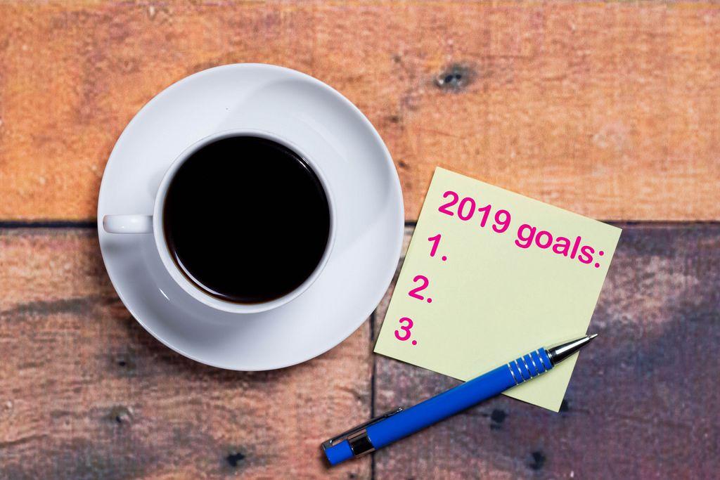 2019 Goals  - Ziele auf einer Notiz mit einer Tasse Kaffee