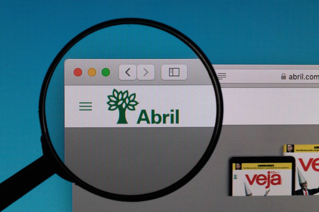 Abril logo under magnifying glass