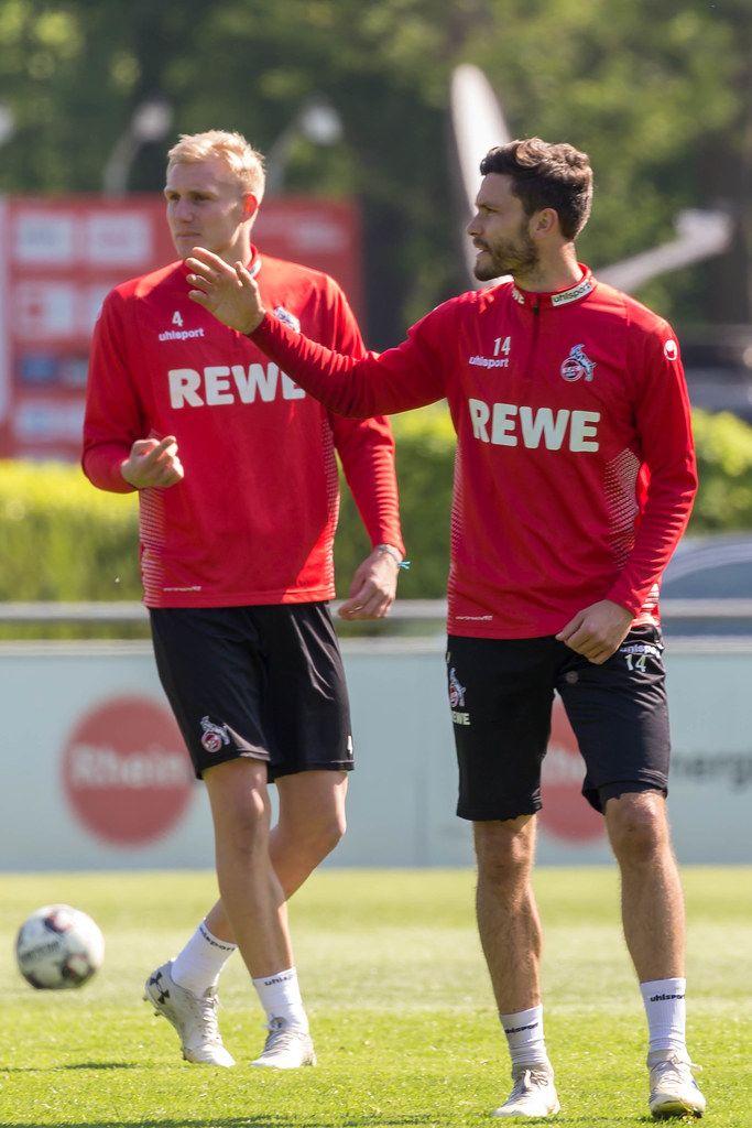 Abwehrspieler Frederik Sörensen und sein Teamkollege und Mittelfeldspieler Jonas Hector beim ersten 1. FC Köln Training mit André Pawlak