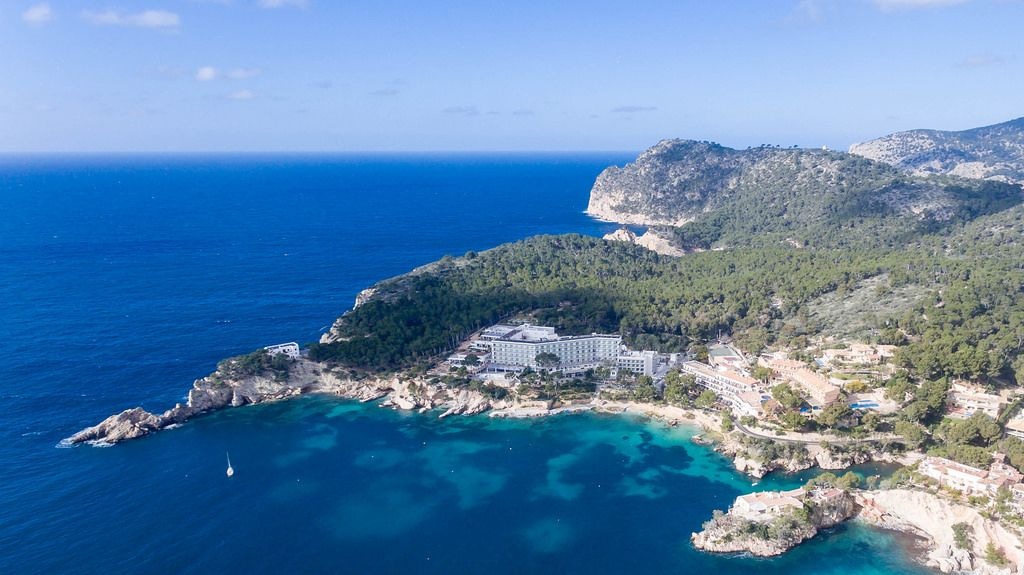 Aerial photo of Hotel Coronado Thalasso & SPA and Hotel Cala Fornells in Peguera, Mallorca