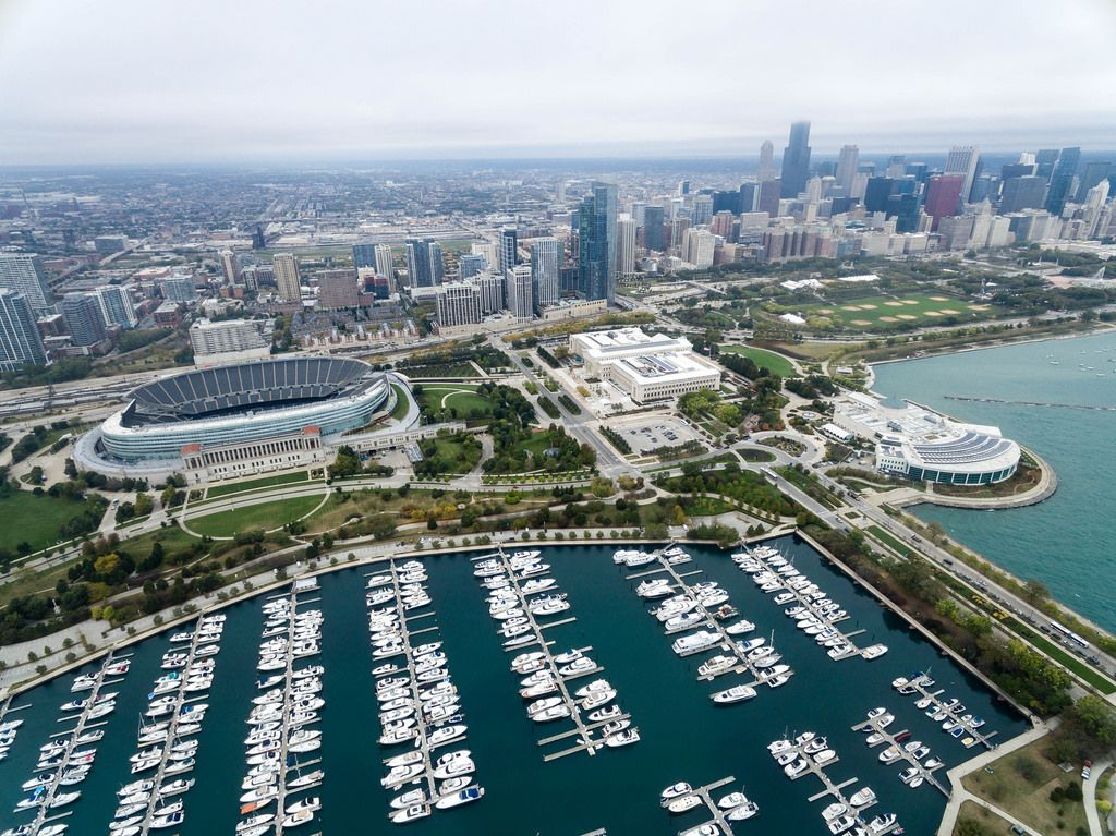 Aerial photography: Marina, Soldier Field stadium, The Field Museum, Shedd Aquarium, Grant Park and Chicago's skyline
