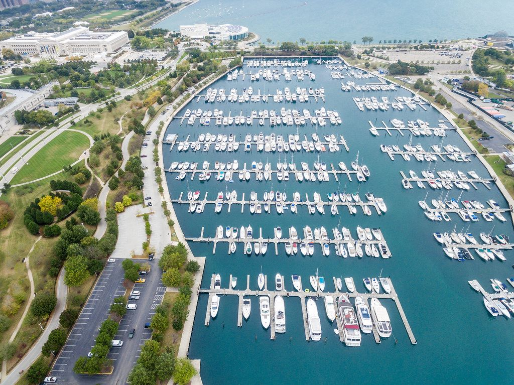 Aerial photography: Marina, The Field Museum, Shedd Aquarium, Northerly Island