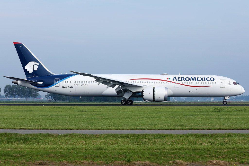 Aeromexico Airlines Flugzeug auf dem Rollfeld des Amsterdam Schiphol Flughafens