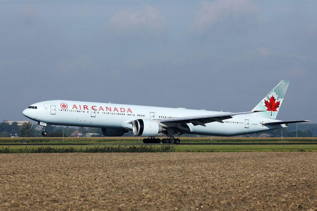 Air-Canada startet vom Rollfeld auf dem Flughafen Amsterdam Schiphol