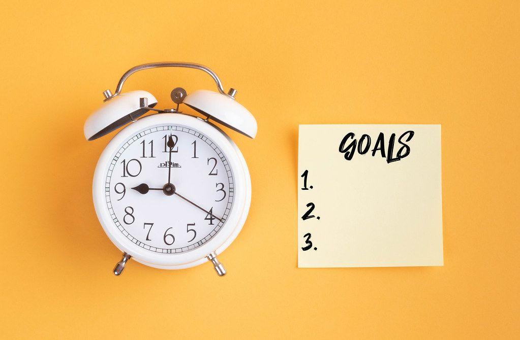Alarm clock with handwritten Goals List