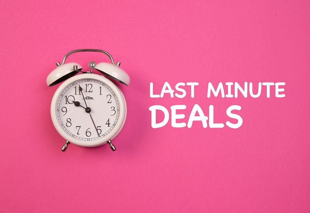 Alarm clock with Last minute deals text