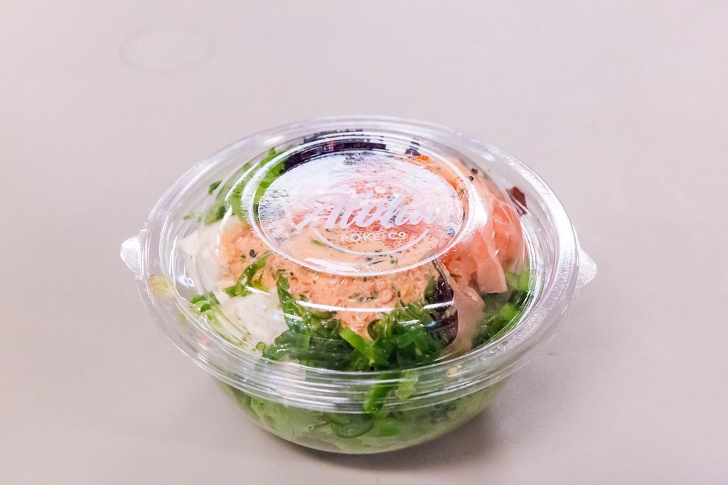 Aloha salad: smoked salmon, fish eggs, soft cheese, green salad and dressing