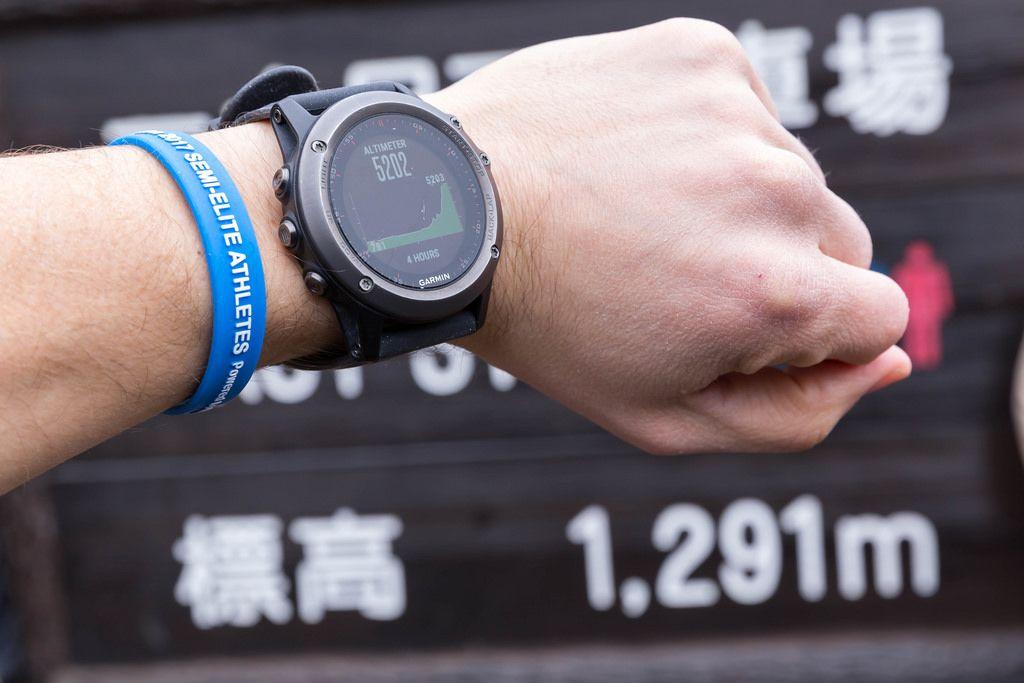 Altimeter auf dem Mount Fuji 1. Station: Fuß vs. Meter