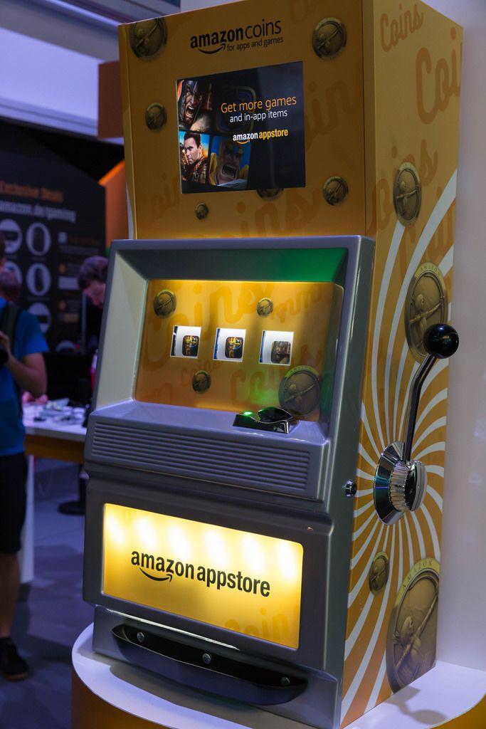 Amazon Appstore in Gestalt eines Casino-Spielautomaten - Gamescom 2017, Köln