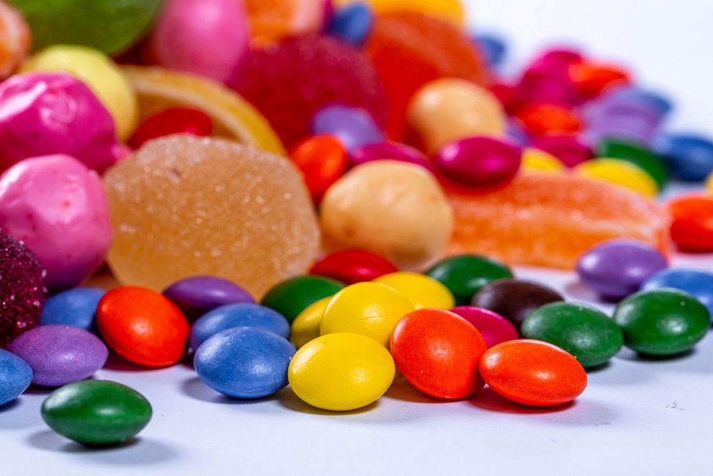 Ansammlung verschiedene bunte Bonbons