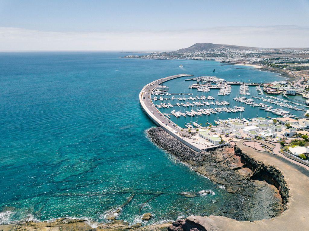 Areal view of a parked yachts / Luftaufnahme von geparkten Yachten