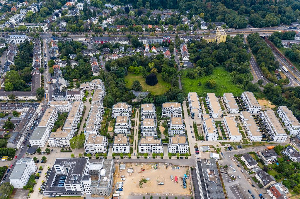 Ariel shot with the DJI Mavic Pro 2 Drone shows cologne from the air: multi-family dwellings between a construction site and a green park in the city