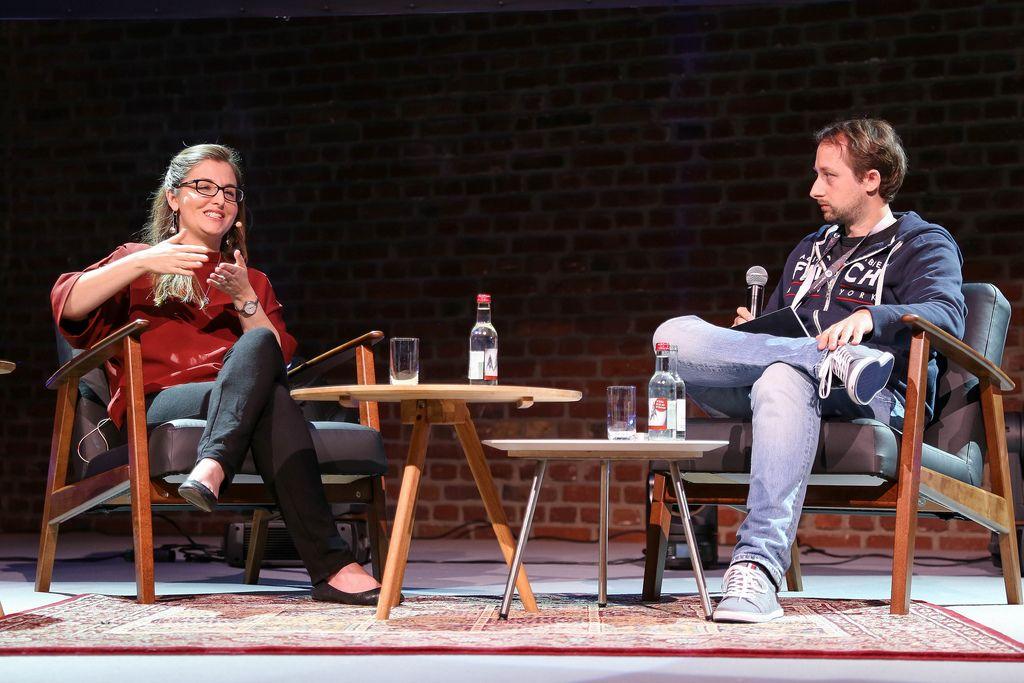 Arne Horn und Jessica Kirkpatrick in einem Gespräch auf dem Digitale Leute Summit 2018