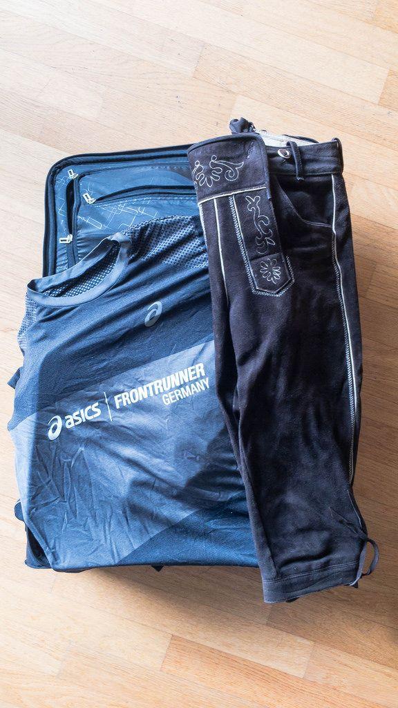 Asics Frontrunner T-Shirt und Lederhose