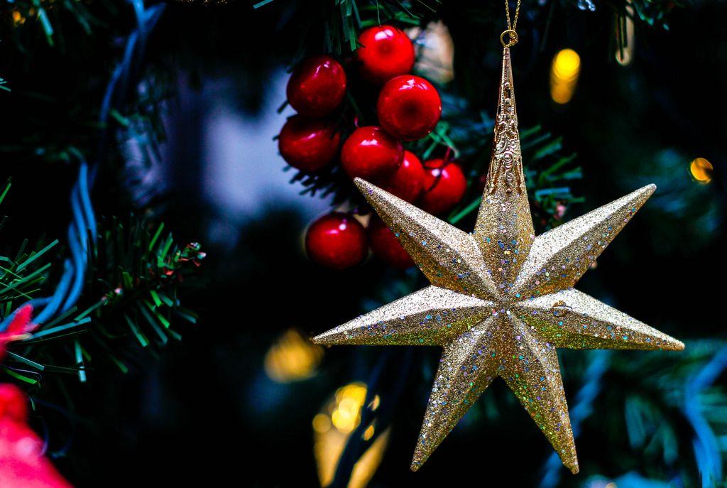 Auf deutsch übersetzen: Gold Stars Christmas Ornement