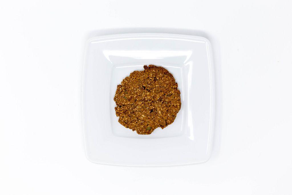 Aufsicht - Superfood Bakery - Glow Makers Cookie auf weißem Teller