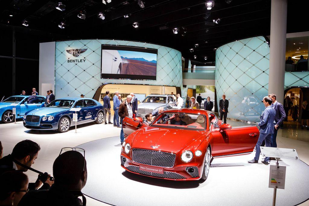 Ausstellung verschiedener Modelle von Bentley bei der IAA 2017 in Frankfurt am Main