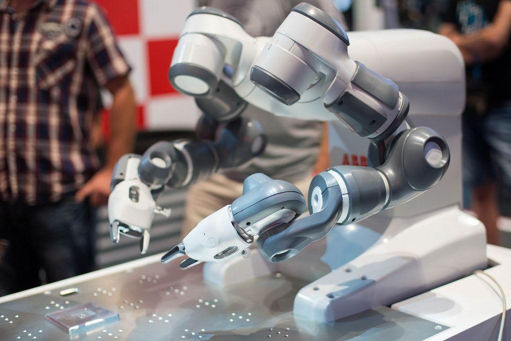 Autofabrikroboter von ABB