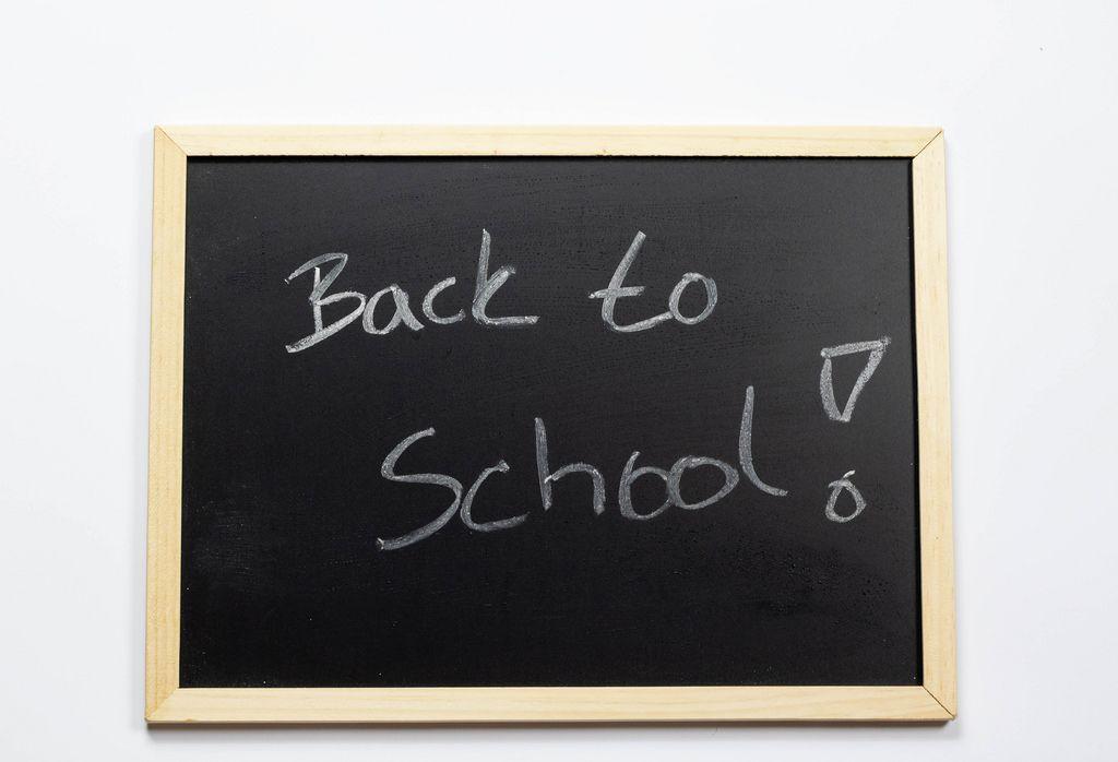 Back to school geschrieben auf einer Kreidetafel