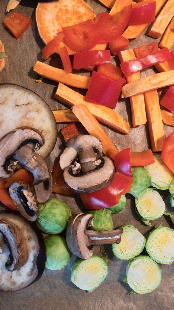 Baking pure vegetables: eggplant, mushrooms, pumpkin, peppers and mini cabbages