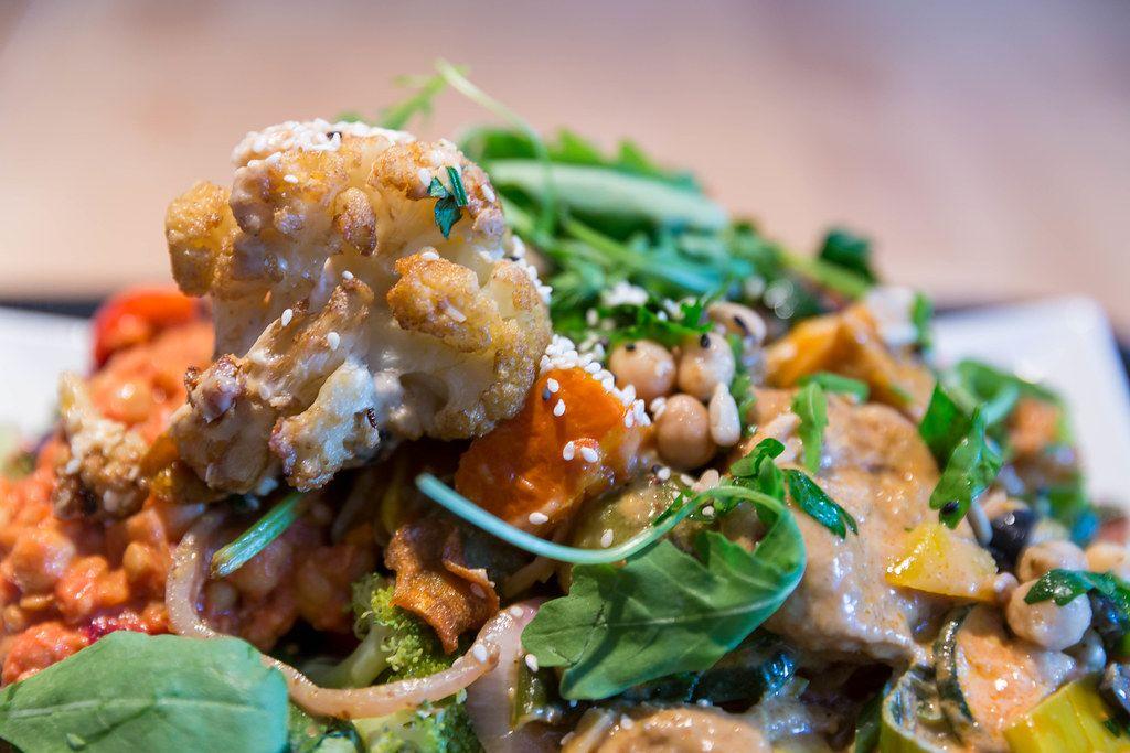 Bambussprossen, Champignings, Salat, Paprika und vieles mehr kombiniert bei Sattgrün