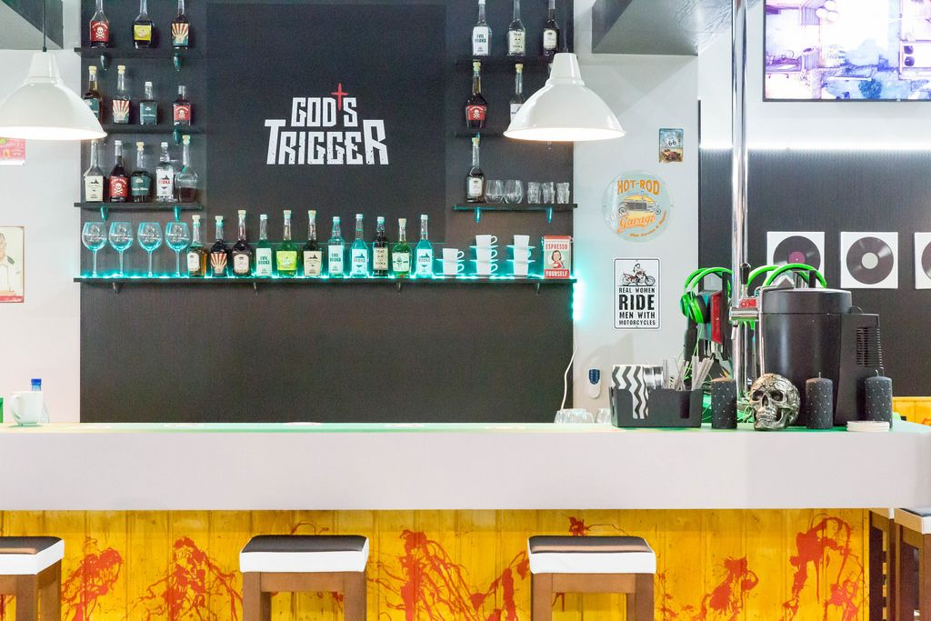 Bar am Messestand von God's Trigger - Gamescom 2017, Köln