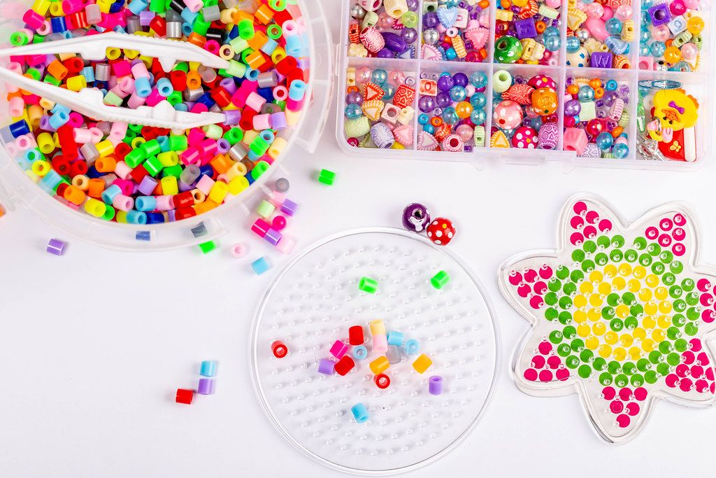 Beading set with colorful beads (Flip 2019)