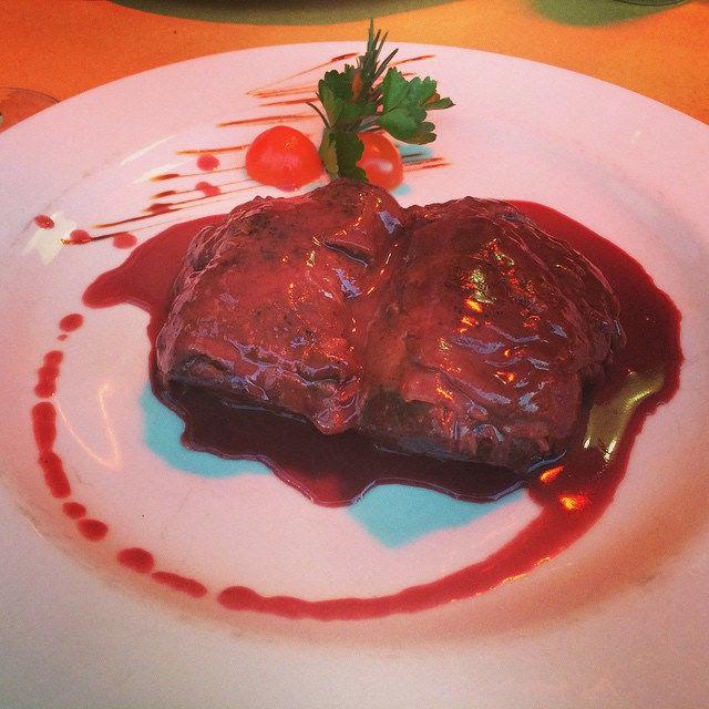 Beef im Schinkenmantel und Rotweinsauce. #nomnom #foodcamp #fbcr15 #food #foodporn #rome #sloppysams #italy #vacation #picoftheday #yummy