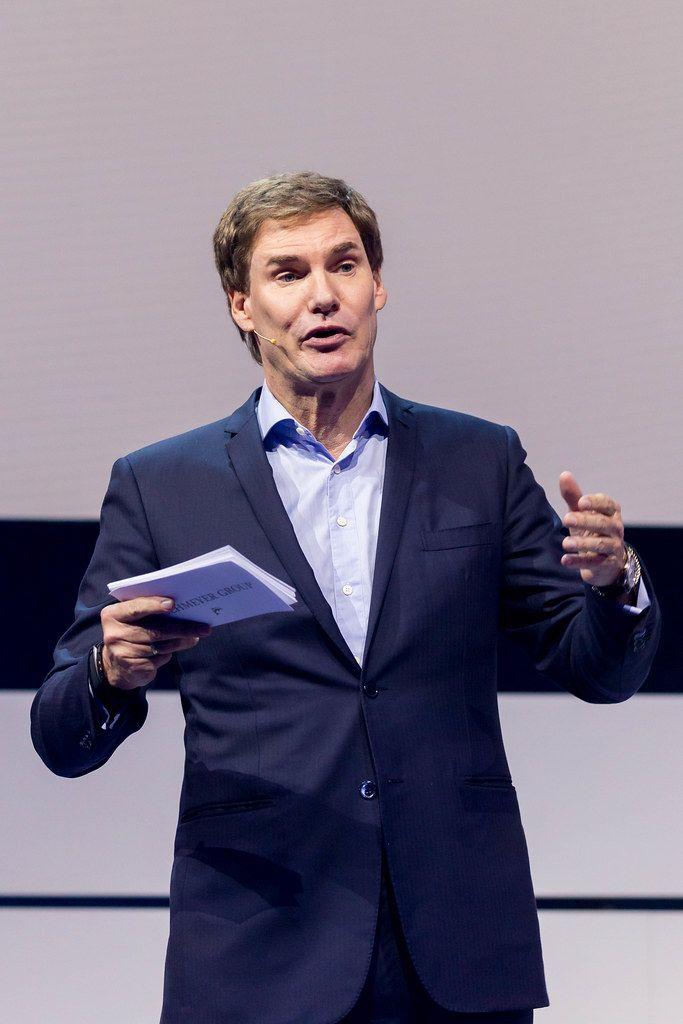 Bekannter Investor Carsten Maschmeyer ermutigt die Besucher der Digital X in Köln