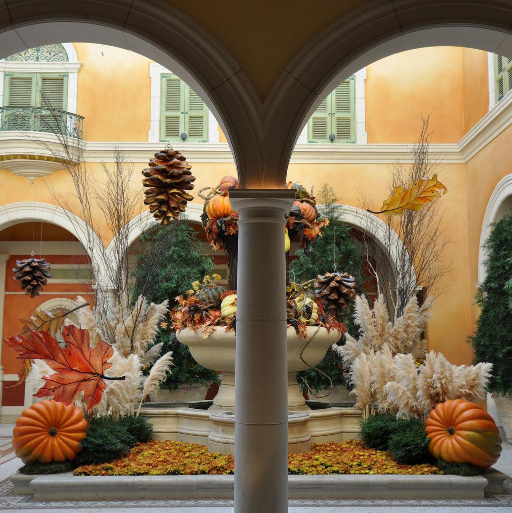 Bellagio Decoration: Thanksgiving / Halloween