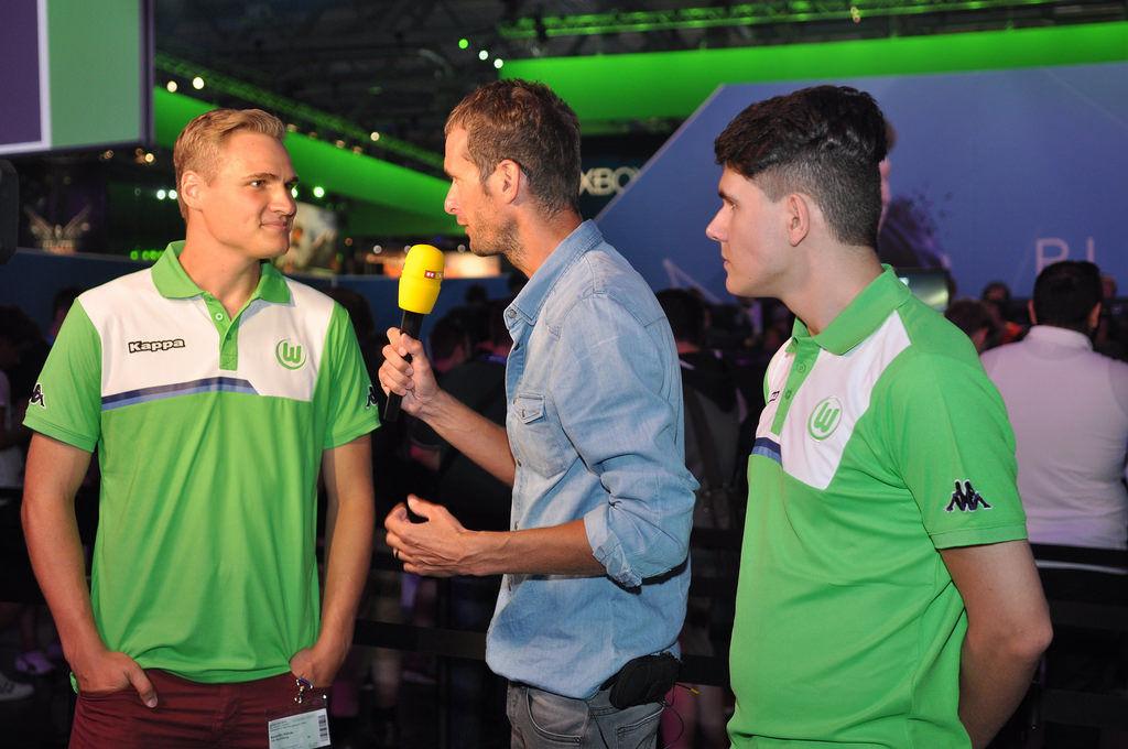 Benedikt 'Salz0r' Saltzer und Daniel 'Dani' Fink vom VFL Wolfsburg