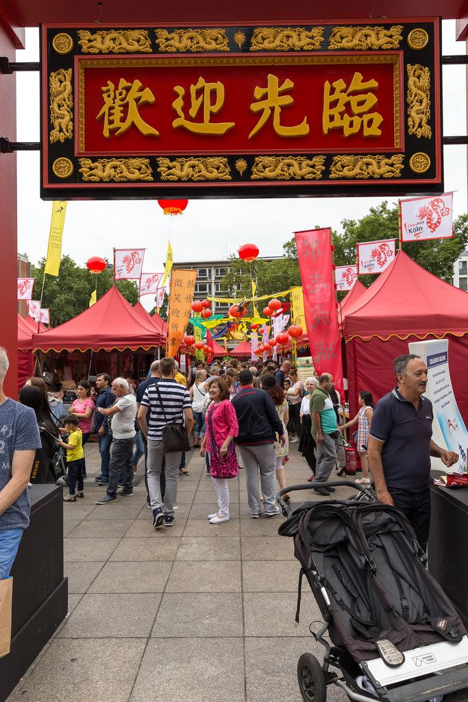 Besucher beim Chinafest in Köln