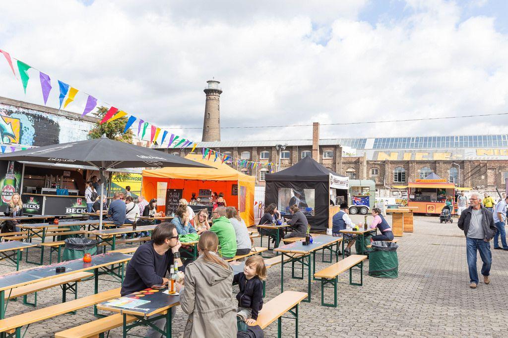 Besucher beim Food-Festival in Köln-Ehrenfeld