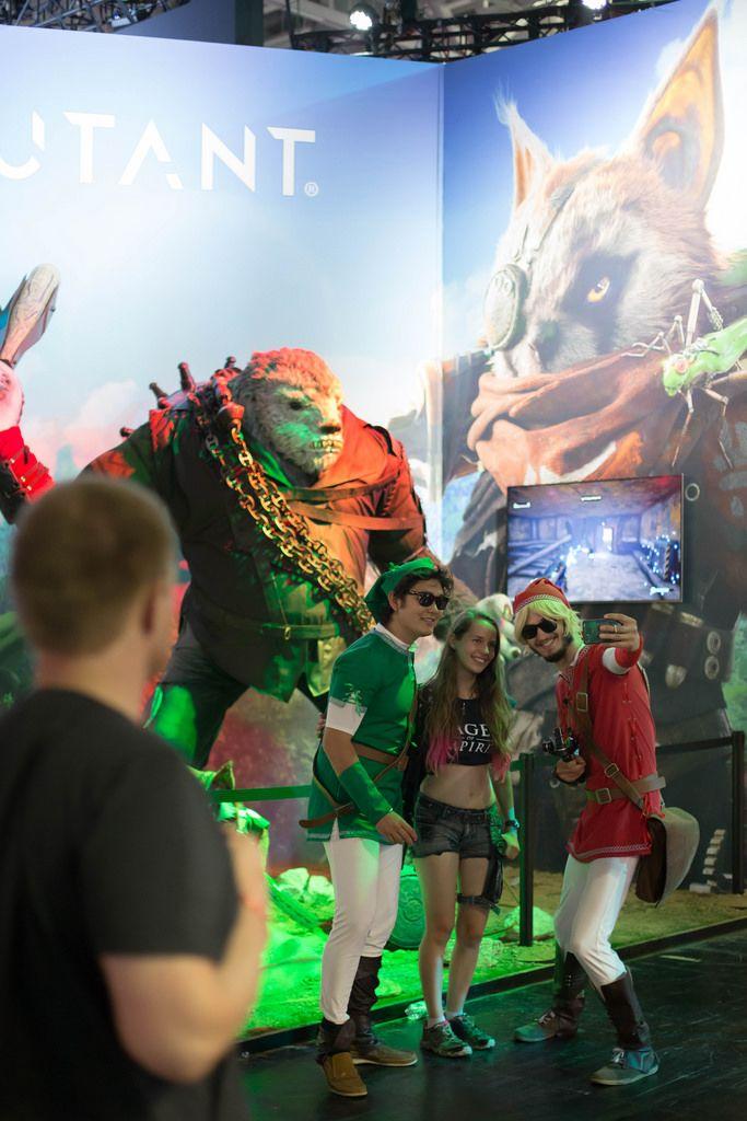 Besucher machen Selfie am Biomutant Messestand