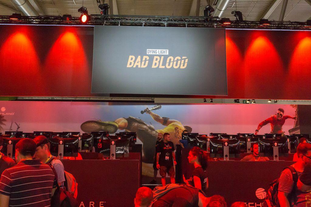 Besucher spielen Dying Light: Bad Blood auf der Gamescom
