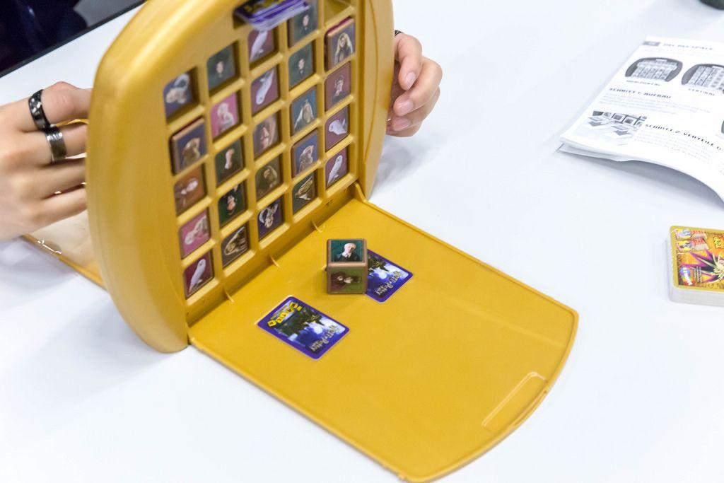 Besucher spielen The Crazy Cube Game