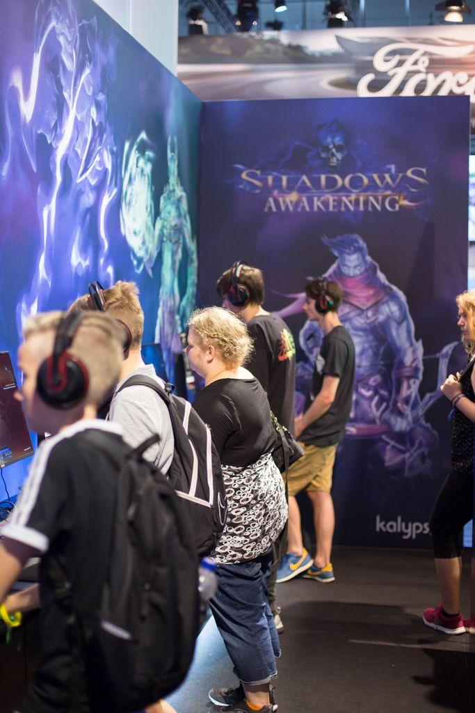 Besucher testen Shadows Awakening