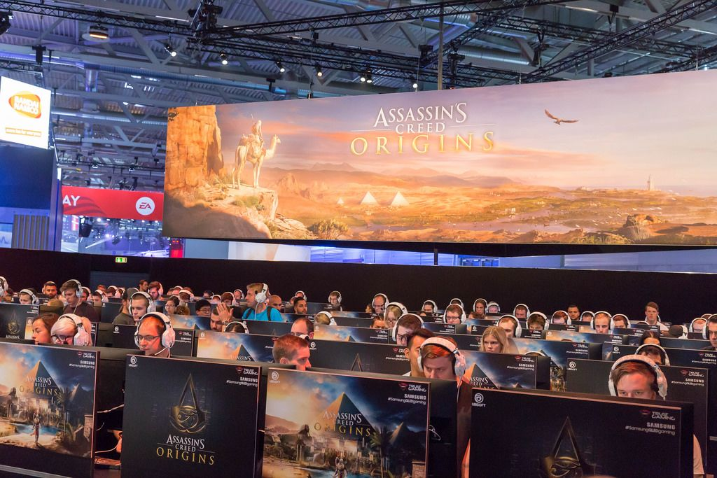 Besucher zocken Assassin's Creed Origins - Gamescom 2017, Köln