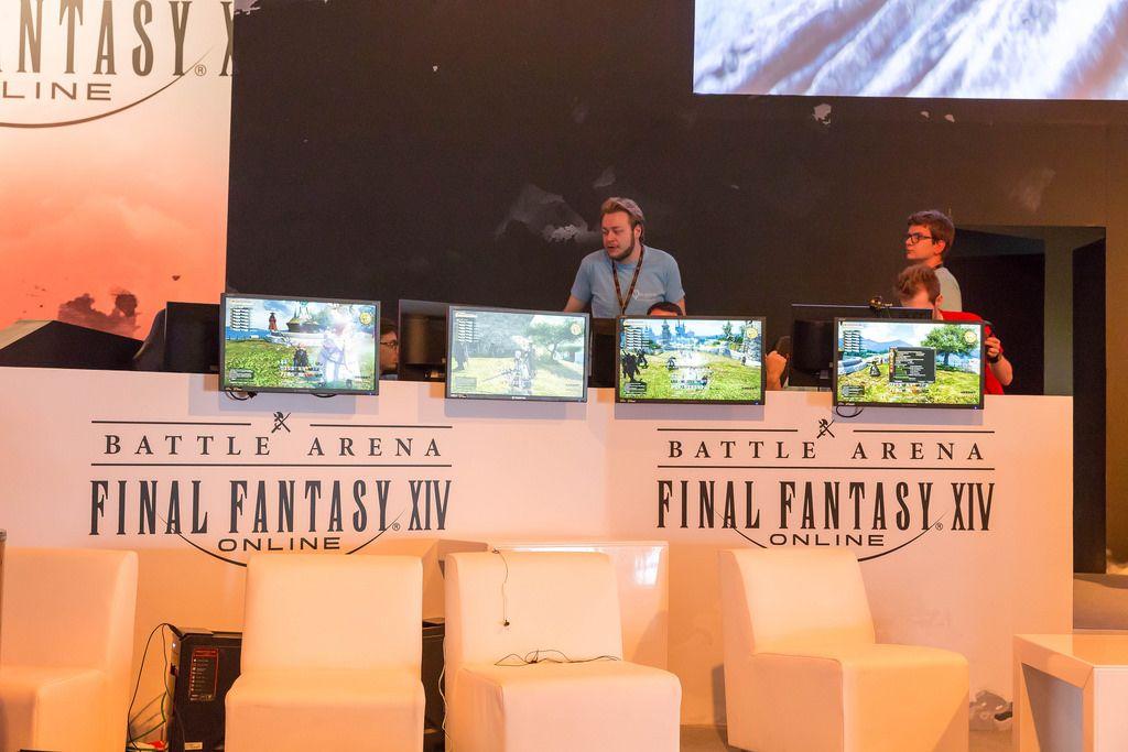Besucher zocken Final Fantasy XIV Online - Gamescom 2017, Köln