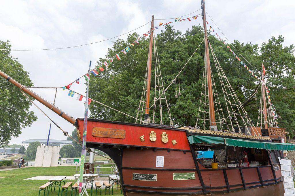 Bierschenke in Form eines Segelschiffs