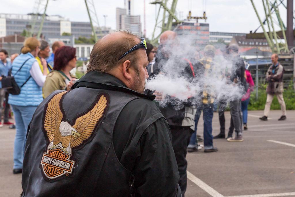 Biker mit Zigarette