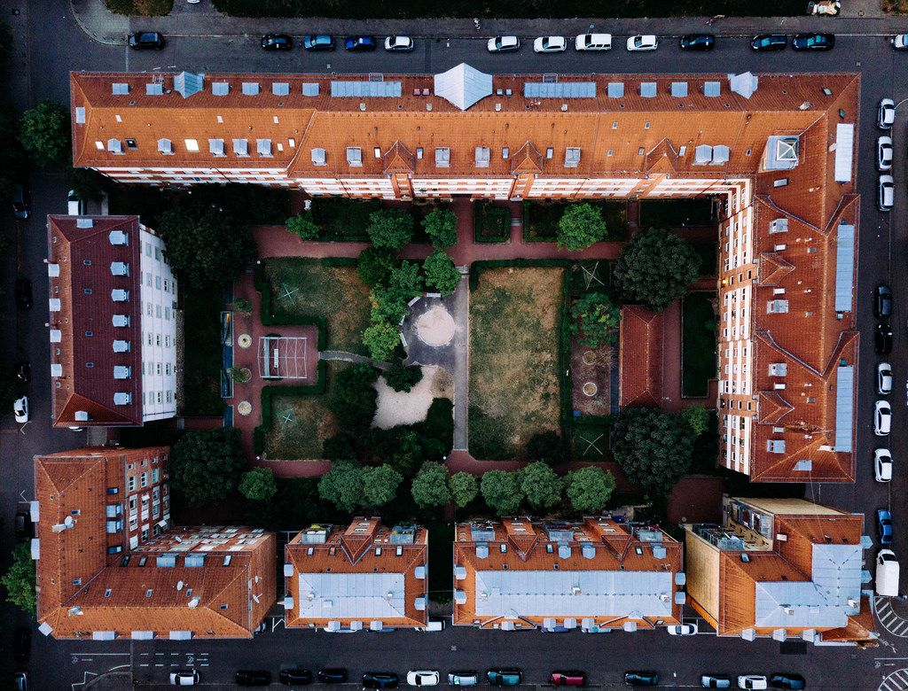 Bird eye view of a residential block in Germany / Vogelperspektive eines Wohnblocks in Deutschland