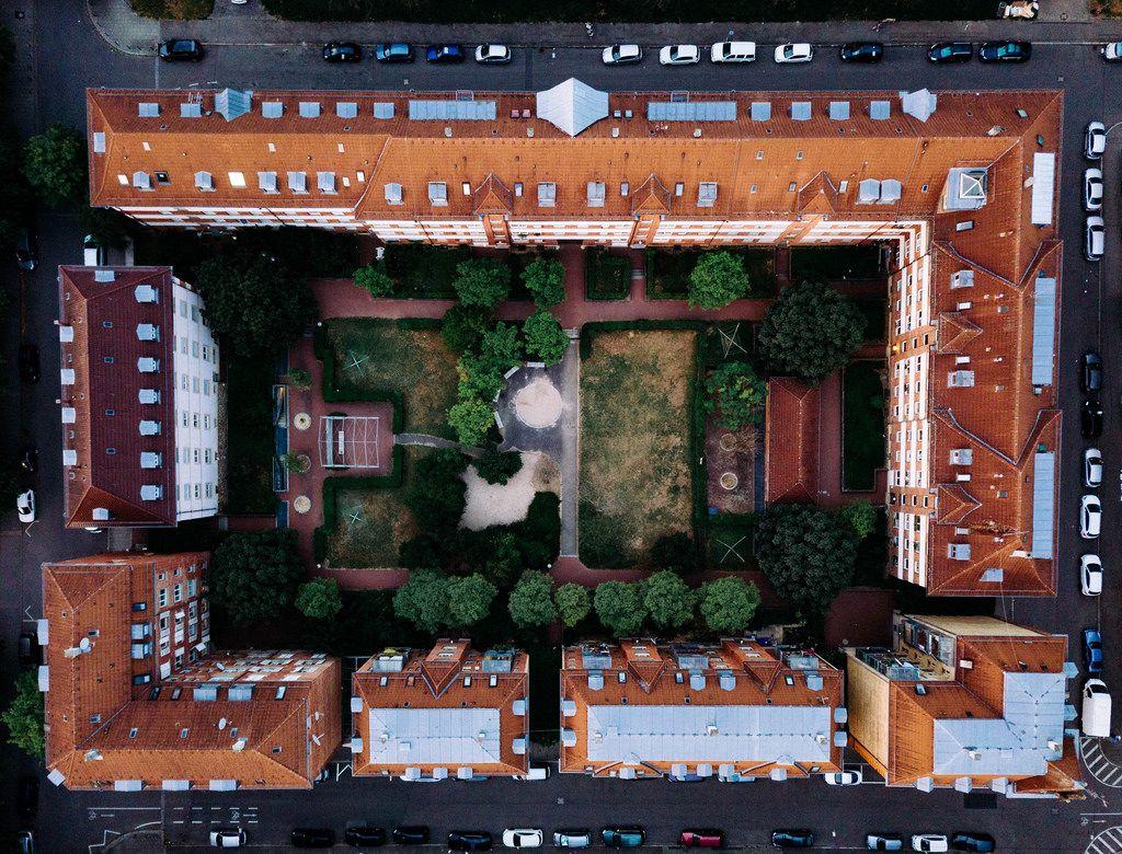 Bird eye view of a residential block in Germany / Vogelperspektive eines Wohnblocks in Deutschland